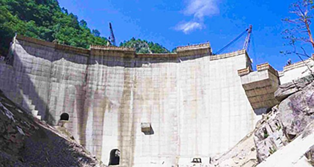 A ground-level view of the Kwangduk Reservoir Dam under construction. Image credits: Rodong Sinmun, July 15, 2020.