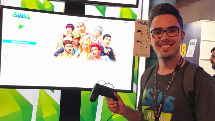 Dan playing The Sims 4 on PS4 at Gamescom