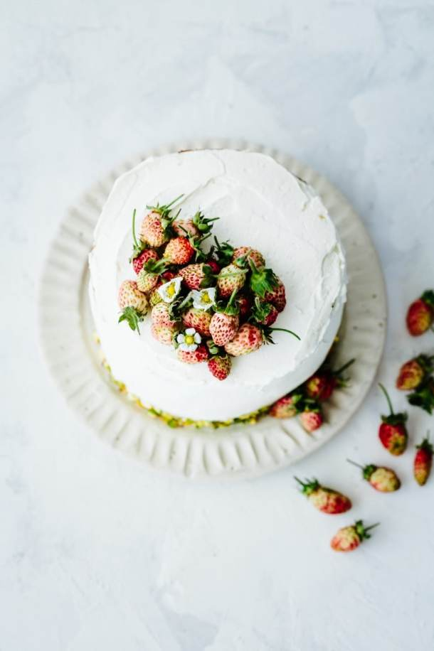 pistachio olive oil strawberry cake