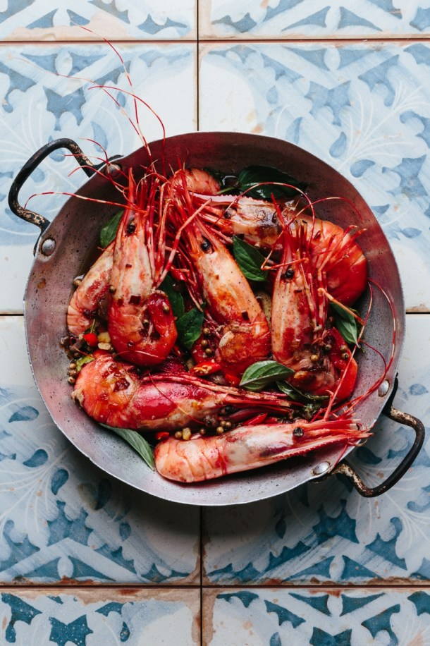a pan of cooked tamarind prawns