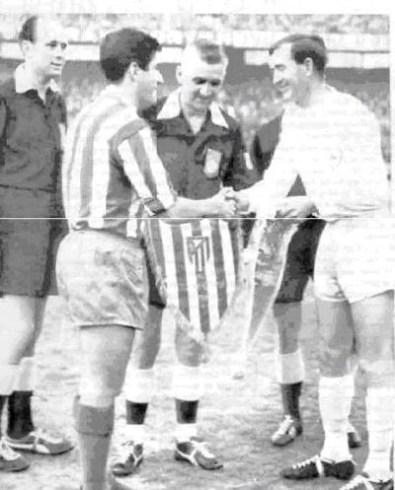 1963 ECWC Final, Collar of Atl Madrid & Blanchflower of Tottenham