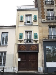 A narrow gap-filler in the 13th arrondissement, just two doors wide.