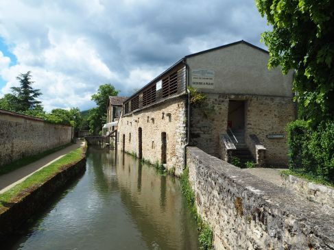 A seventeenth century tannery, with drying gallery on the upper floor, now an exhibition space and cultural centre.