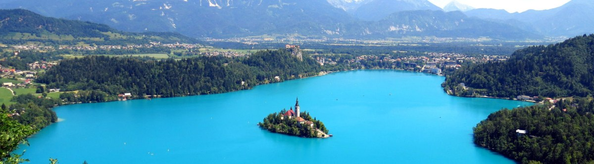 beyonduniqueness.com: Lake bled from above