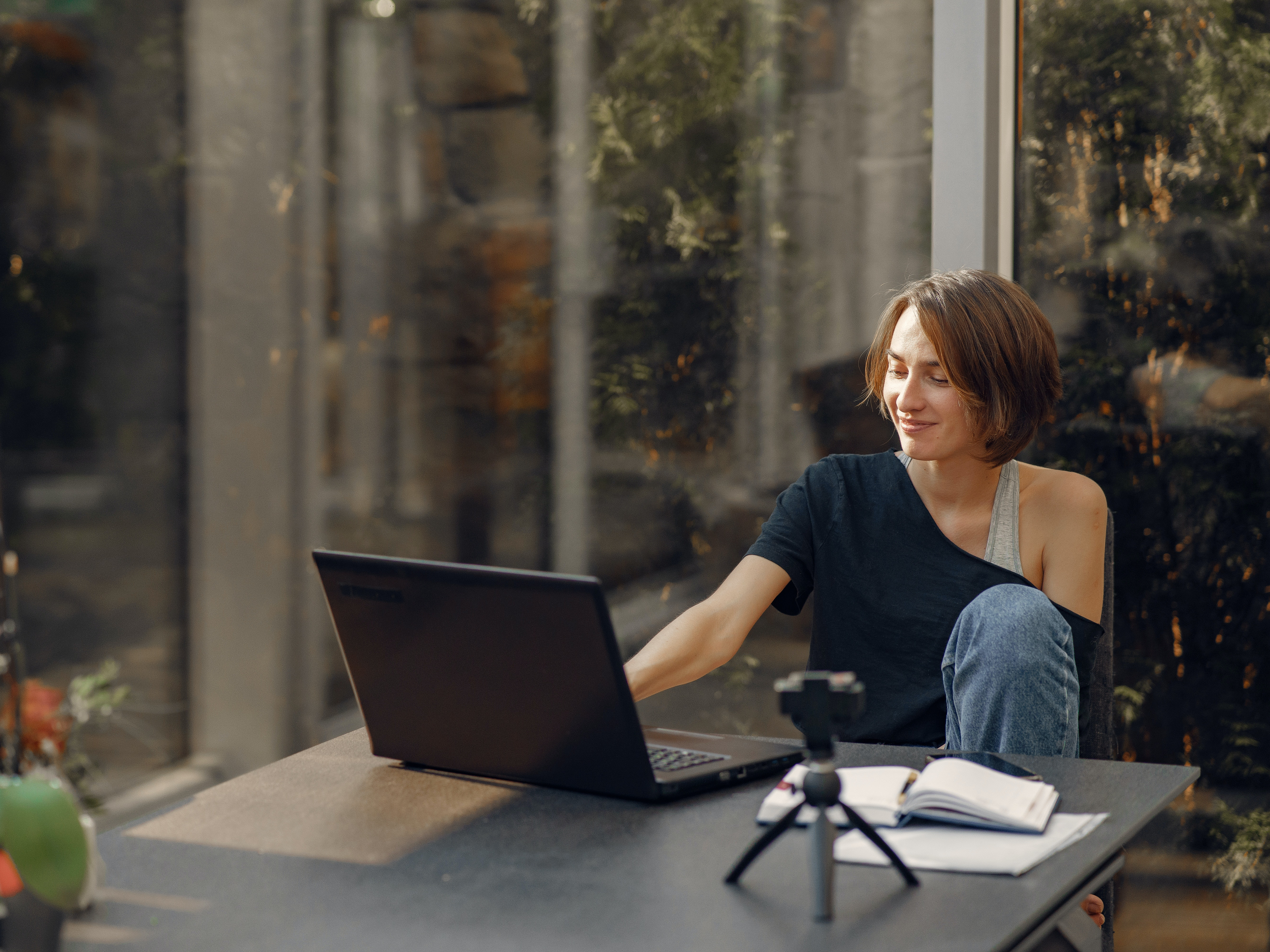 woman-working-from-home-4017430