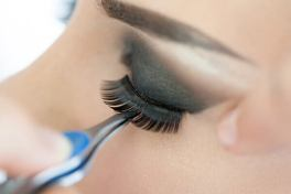 cleaning-and-reusing-false-eyelashes