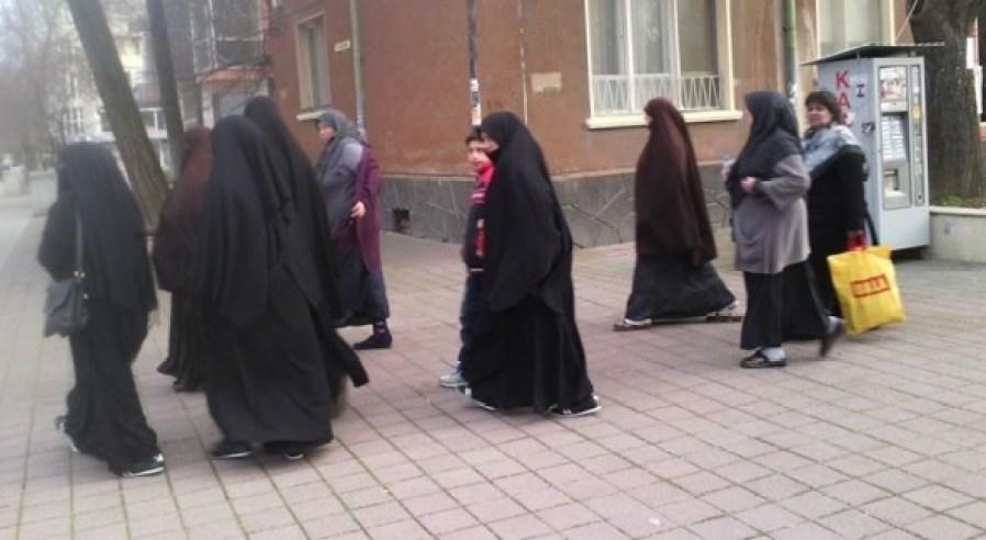 Само 20 жени в България носят бурки