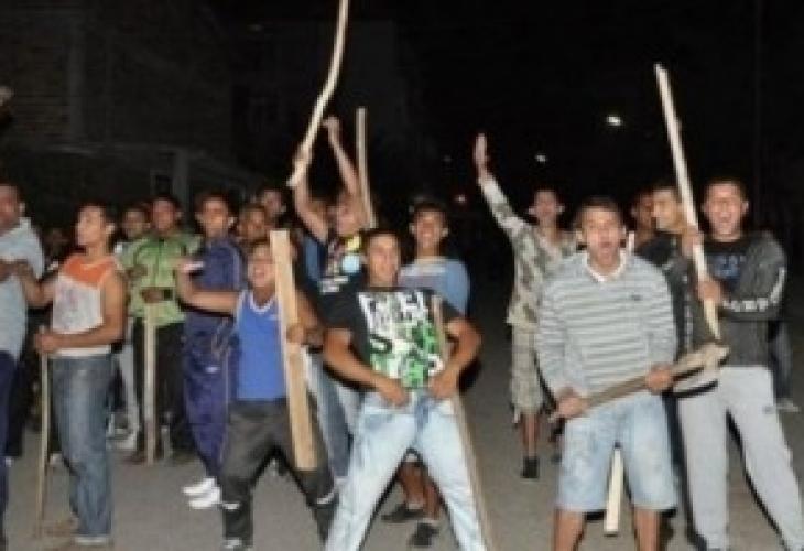Пияни роми нападнаха полицаи в Раковски със закани за втори Асеновград, но им се случи случка