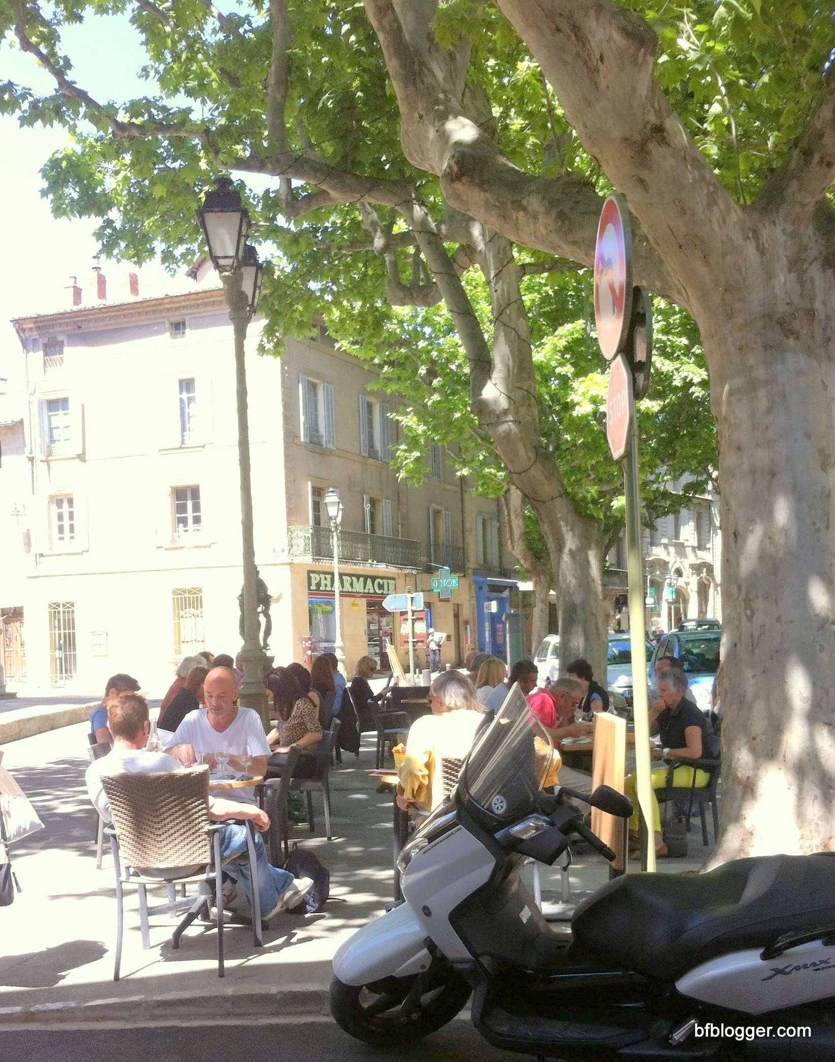 Outdoor dining at Le Provencal