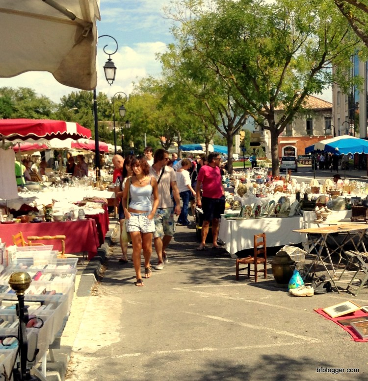 Tourists shopping along the avenue of antique dealers
