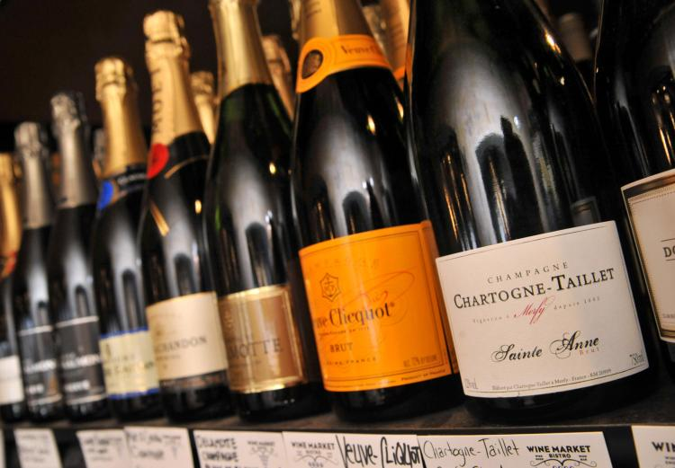 bs-bz-new-year-champagne-sales-20131230-001