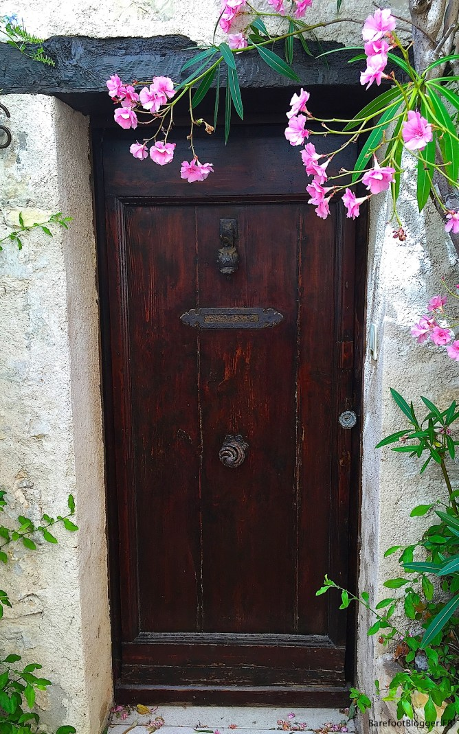 doors and windows of Antibes