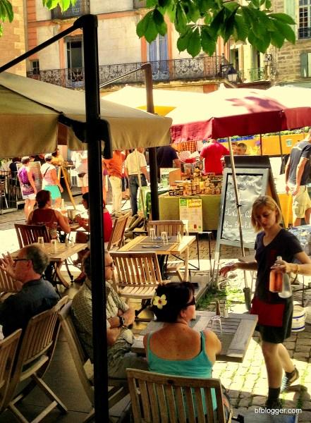 Busy sidewalks and Saturday Markets