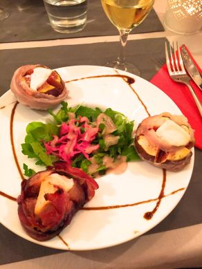 Bacon-wrapped figs with Chèvre