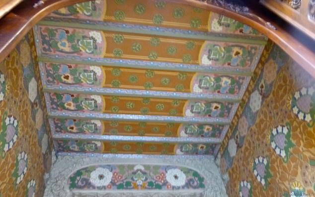 Casa Lleó i Morera entry ceiling
