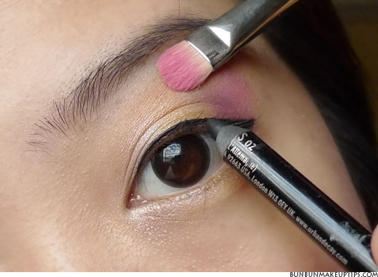 Eye Makeup Tutorial: 5 Useful Tips On Tightlining For
