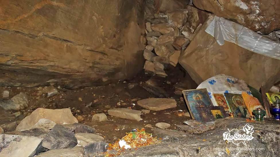Вътрешността-на-пещерата-на-Свети-Иван-Рилски