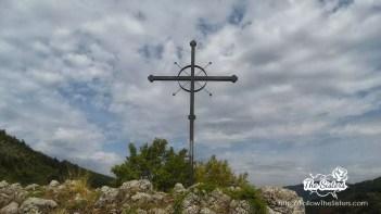 Кръста-над-църква-света-Петка-трънско