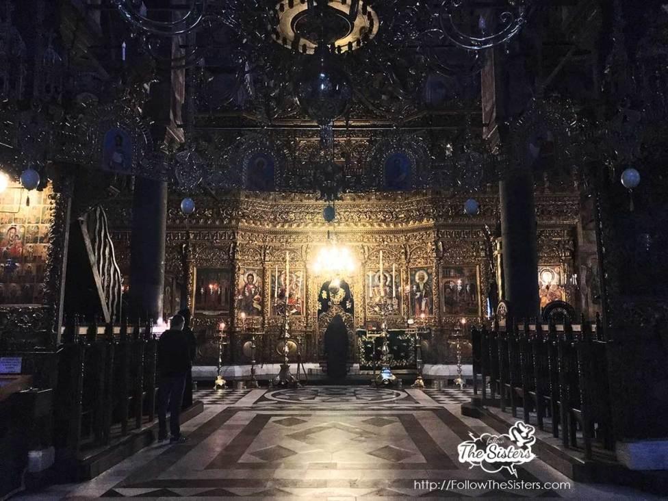 По-време-на-литургия-в-Рилски-манастир