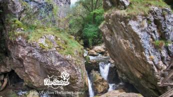 Река-Ерма-пробиваща-си-път-между-камъните