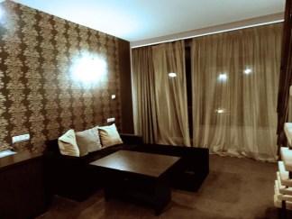 Dolnia-etazh-v-mansardnia-apartament-v-hotel-Neptun