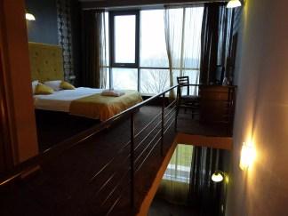 Vtoria-etazh-na-mansardnia-apartament-v-hotel-Neptun