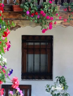 Цветен прозорец на Клисурски Манастир