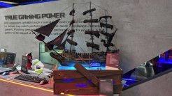 2) Asus ROG Freedom: El modder Ice Freeze colocó estratégicamente su equipo bajo la llamativa maqueta de un barco. Y aunque en un primer momento pueda parecer algo engañoso, el resultado final del conjunto no deja de ser espectacular.