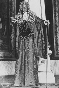 """Charles de Beistegui was heir to Mexican silver mines and lived in a succession of flamboyant residences between New York, London, Paris and Venice. Besteigui wore 16"""" platforms so he could see and be seen on the night."""