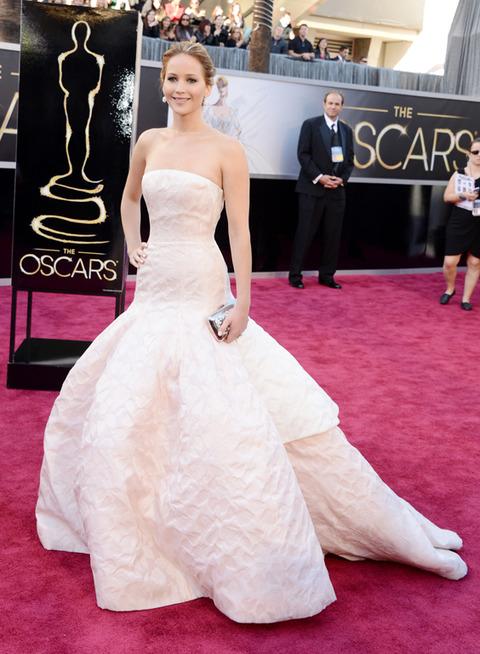 Jennifer Lawrence en la alfombra roja de los Premios Oscar 2013