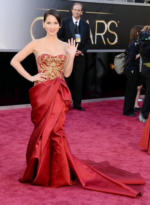 Olivia Munn en la alfombra roja de los Premios Oscar 2013
