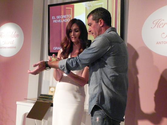 Paz Vega y Antonio Banderas nos descubren Her Golden Secret
