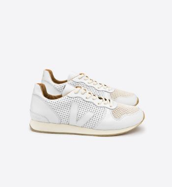 Veja Holiday Leather Extra White Natural, 145 €, Photo Cred: Veja