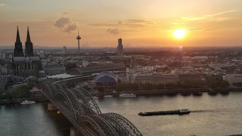 Blick vom Köln Triangle auf Köln