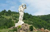 Паметникът Дядо Йоцо Гледа