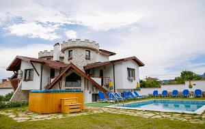 Къща за Гости Слънчев Рай с Минерален Басейн, село Марчево