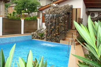 басейна на Семеен Хотел Оги
