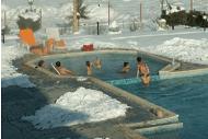 външен топъл минерален басейн на хотел Долна Баня