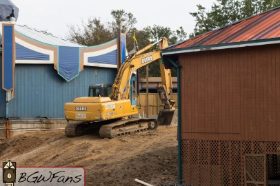 A closer look at the excavator on the former site of Splashus Maximus