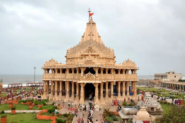 Somnath temple in Gujarat is also a famous tourist and pilgrimage spot