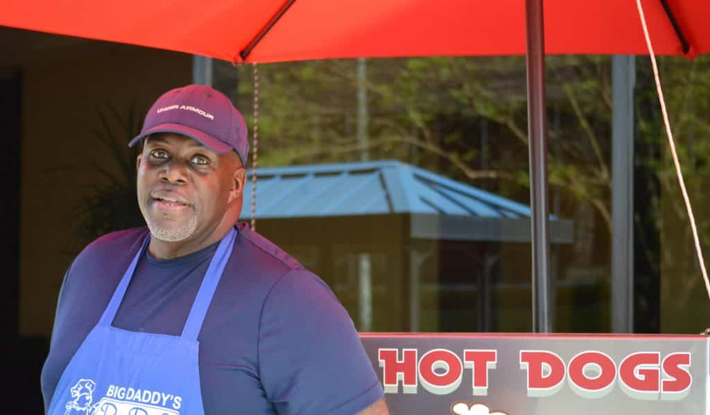 Small Business Monday – Spotlight on Greg's Hot Dogs