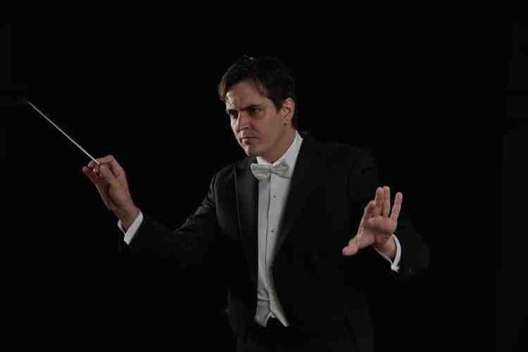 Carlos Izcaray conducting the Alabama Symphony Orchestra