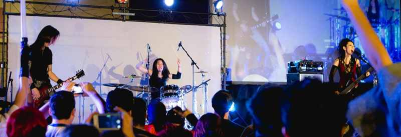 Kazha is one of the artists who plays at Kami-con.