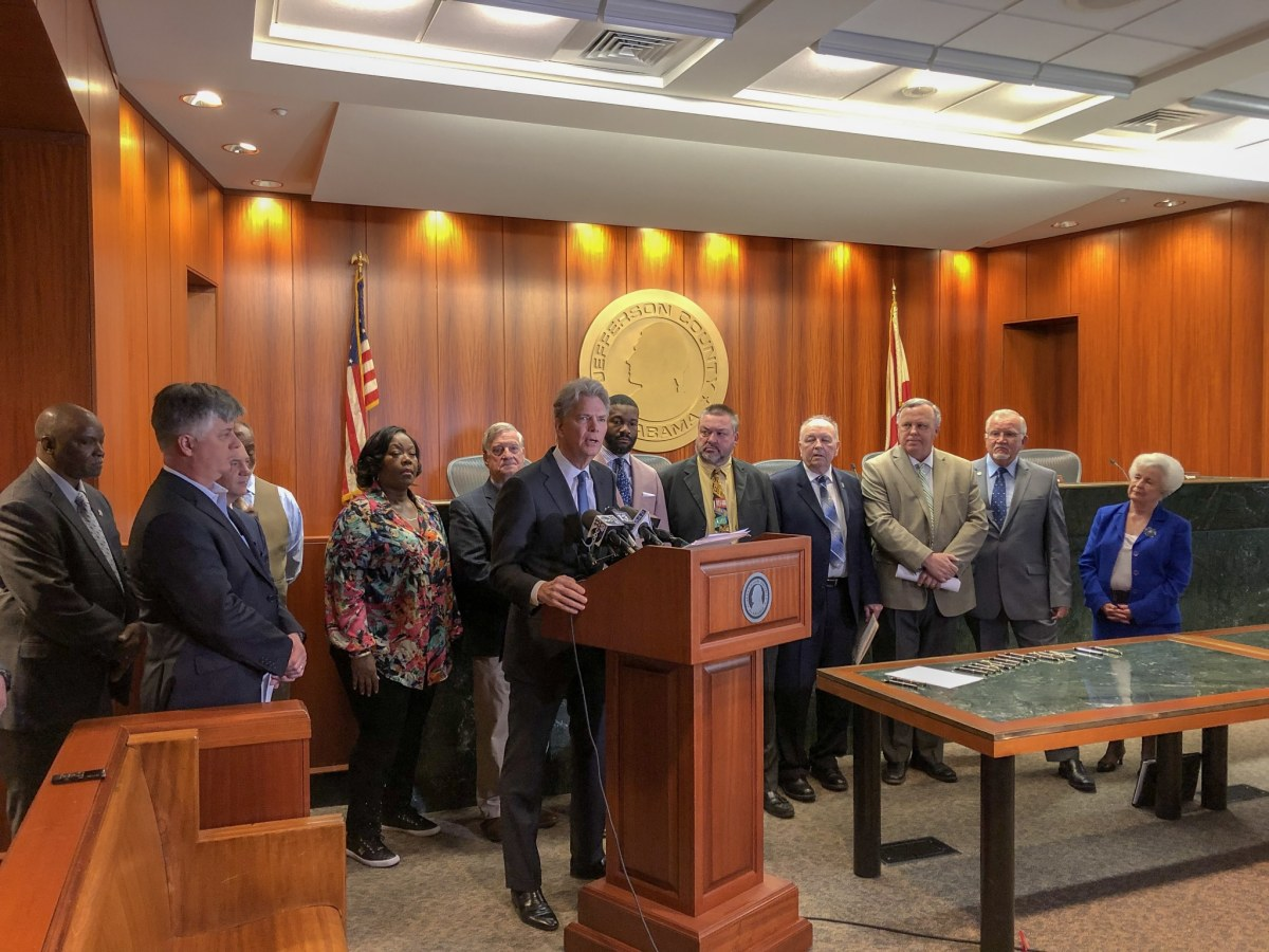 """22 Jefferson County mayors sign """"Good Neighbor Pledge"""" committing to cooperate regionally"""