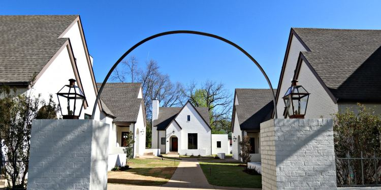 Cottages on Fifth in Avondale features 10 intimate cottages arranged around a lovely central courtyard.