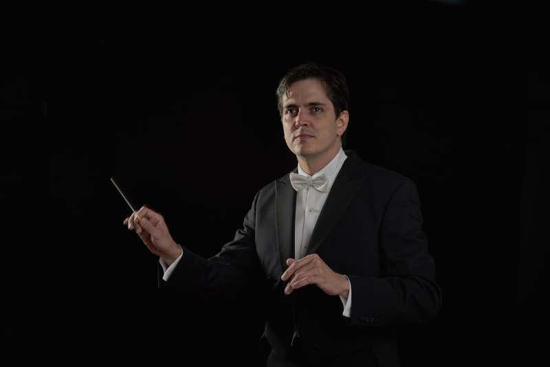 Carlos Izcaray Conducting