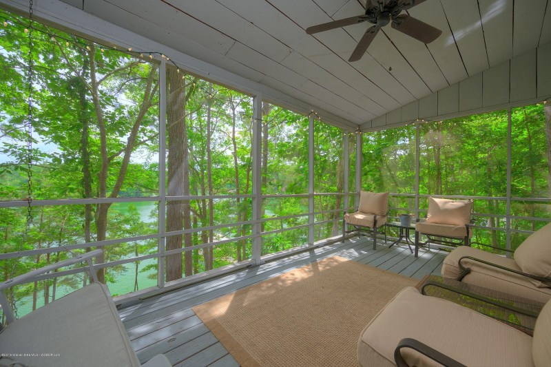 Rustic bungalow on Smith Lake, Alabama. For sale by ARC Realty