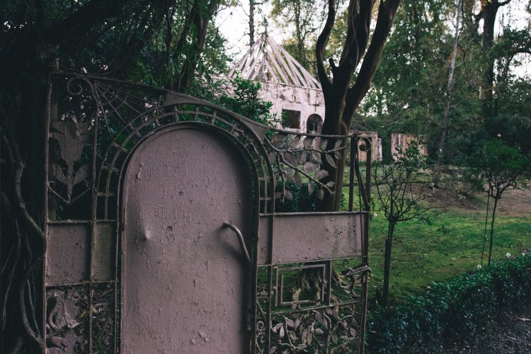 A gate at the Homewood Pink House