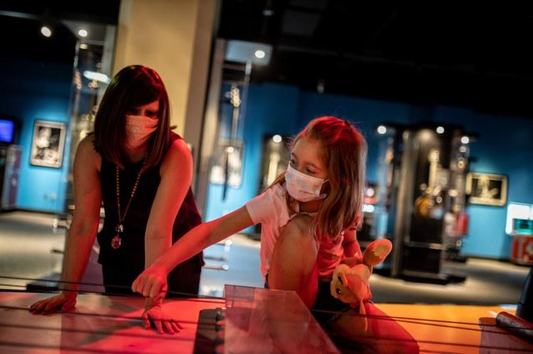 Birmingham, McWane Science Center, guitars, guitar exhibits