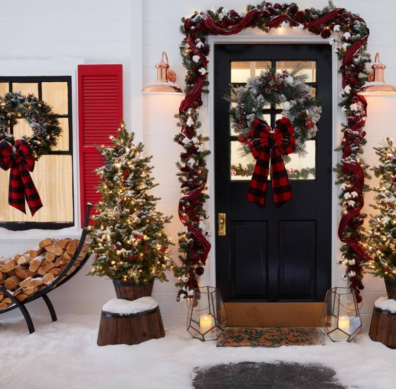 Lowe's holiday decorations